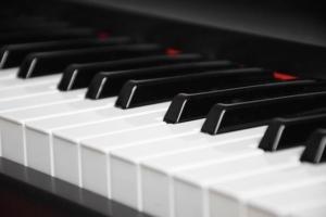 Tasten bei einem E-Piano