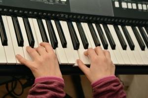 Klavierspielen lernen mit einem Keyboard