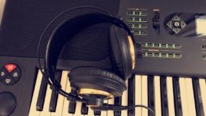 Keyboard mit Kopfhörer